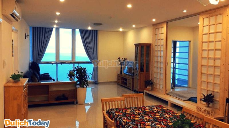 Phòng nghỉ hiện đại với cấu trúc như một căn hộ nhỏ có view hướng biển tạ Sơn Thịnh Hotel