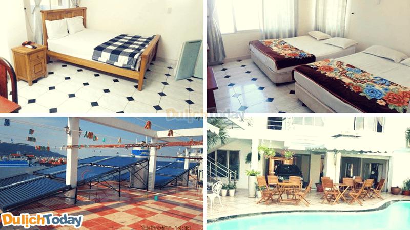 Phòng nghỉ và bể bơi ngoài trời trong khách sạn