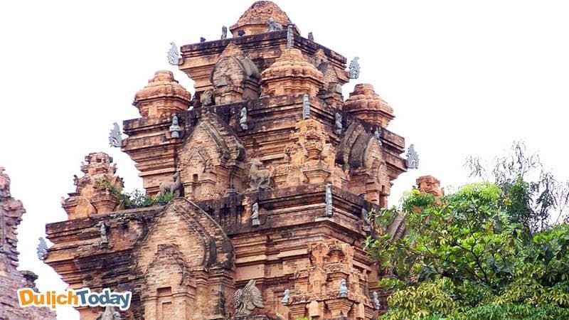 Tượng hình thú và các điêu khắc trạm nổi là đỉnh cao của kiến trúc Chăm Pa