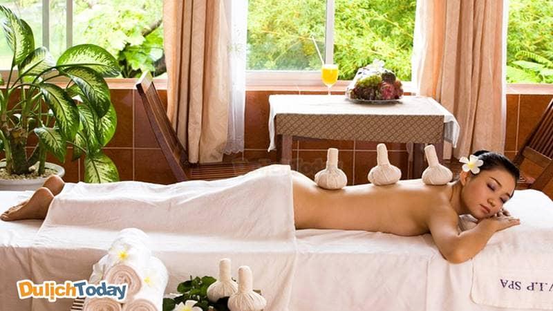 Đưa chất khoáng thấm sâu vào cơ thể bằng massage - xông hơi sau khi tắm bùn