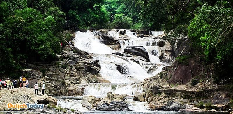 Khu du lịch thác Yangbay là sự kết hợp giữa thiên nhiên núi rừng và các trò chơi thám hiểm kỳ thú