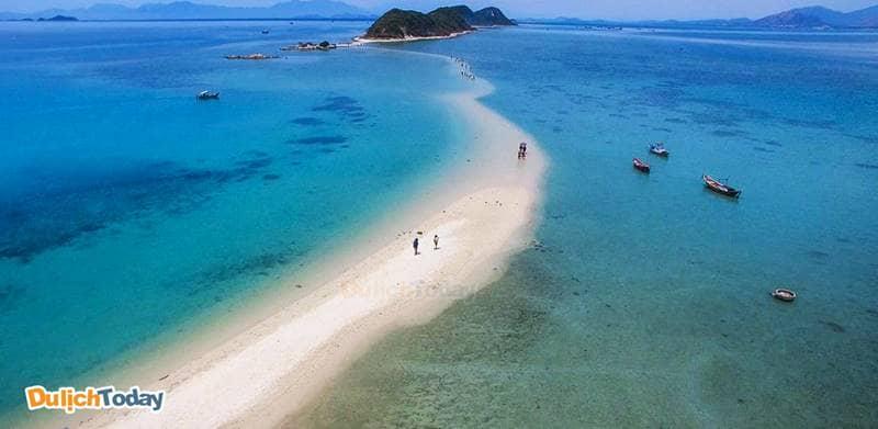 Con đường trên biển tại đảo Điệp Sơn là cảnh quan tuyệt đẹp không thể bỏ lỡ