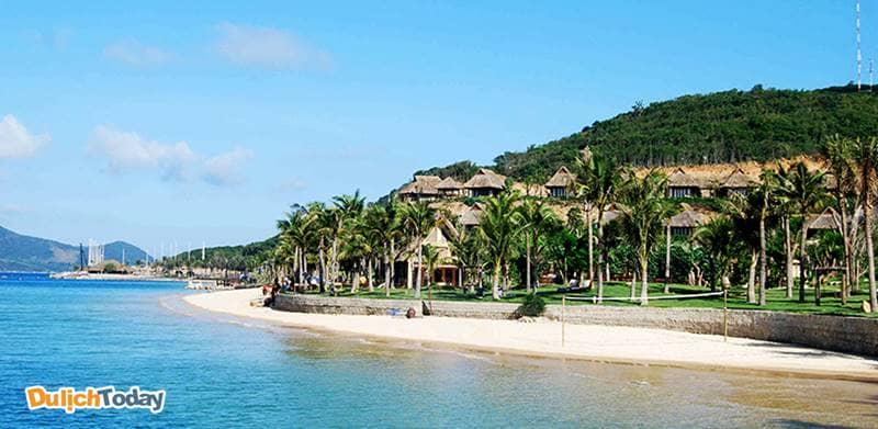 Bãi biển đẹp cũng những resort theo phong cách thiên nhiên là nơi nghỉ dưỡng lý tưởng cho du khách