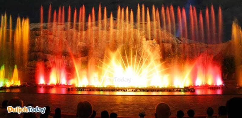Khu biểu diễn tại Vinpearl Land với sân khấu nhạc nước hoành tráng