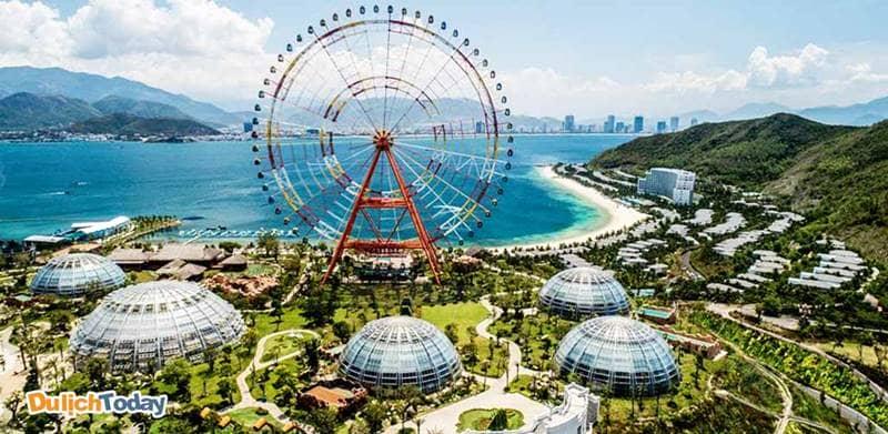 Khu vui chơi giải trí Vinpearl Land Nha Trang với quy mô lớn là điểm thu hút rất nhiều khách du lịch