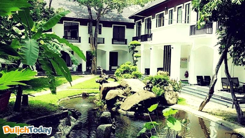 Không gian xanh mát tại khách sạn Vên Vên giúp bạn trở về với thiên nhiên trong lành