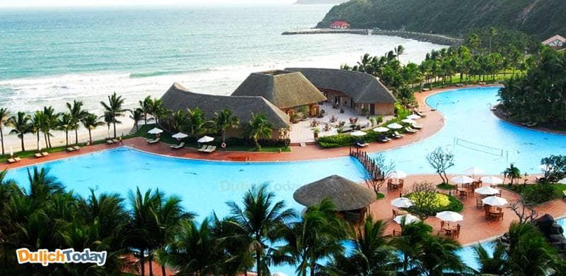 Chuỗi villa nghỉ dưỡng sang trọng tại Vinpearl Luxury Nha Trang nằm trên đảo Hòn Tre, dọc theo đường bờ biển
