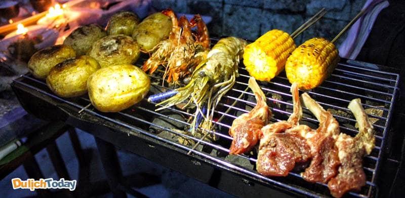 Tổ chức tiệc BBQ tại Viva Villa là một trong những hoạt động yêu thích của du khách