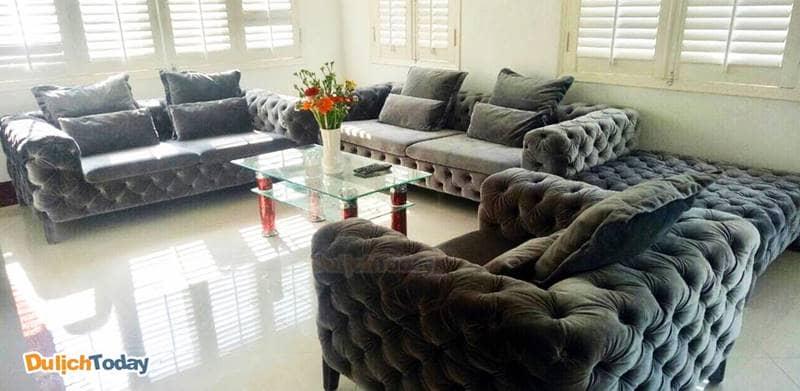 Viva Villa Nha Trang mang phong cách lịch sự, lấy gạch men và tông trắng làm chủ đạo