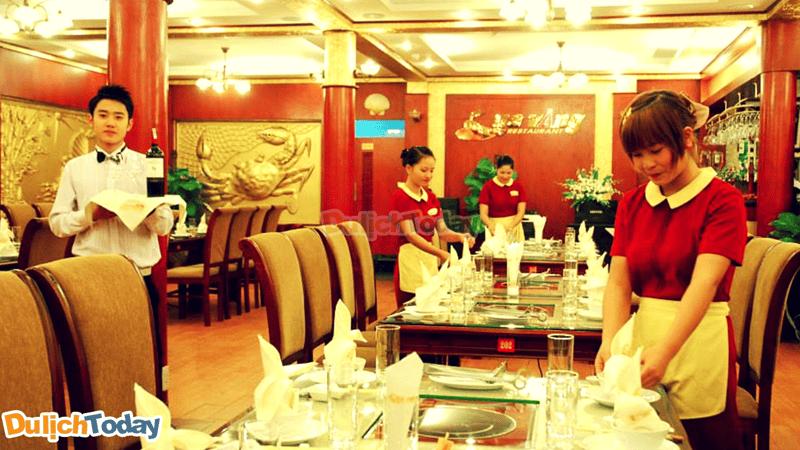 Nhà hàng Cua Vàng với phong cách phục vụ nhanh chuyên nghiệp