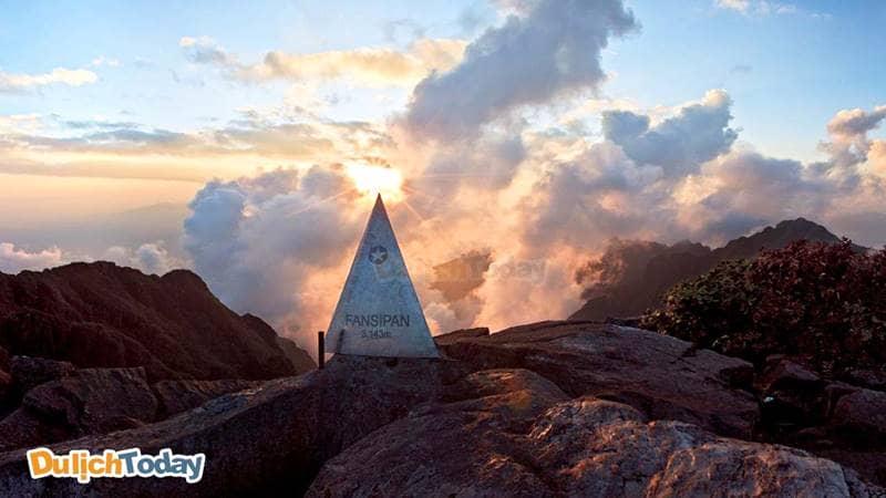 Biển mây Fansipan trong ánh chiều hoàng hôn