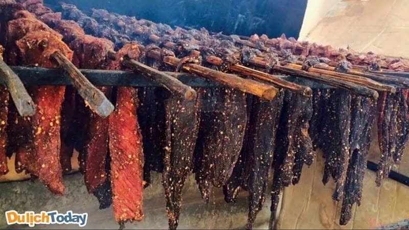 Thịt trâu gác bếp - Món ngon Tây Bắc có thể mua về làm quà