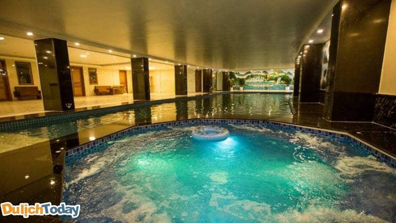 Bể bơi tại Higland resort Sapa sẽ giúp du khách thư giãn sau những giây phút mệt mỏi