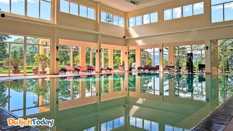 Bể bơi bốn mùa với không gian rộng lớn
