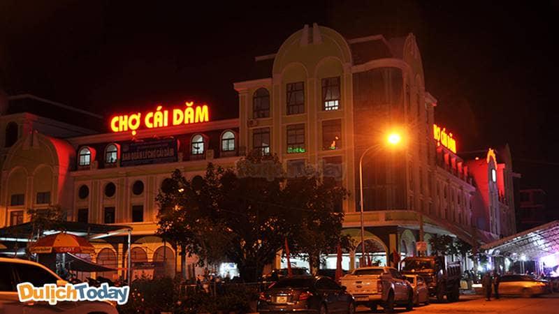 Chợ Cái Dăm là tòa nhà lớn quy mô 6 tầng