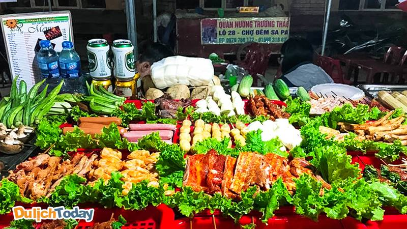 Ẩm thực nướng tại chợ đêm Sapa