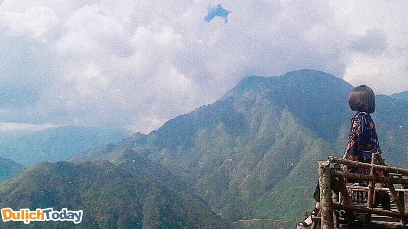 Mây vờn quanh núi ở Cổng trời Sapa đỉnh đèo Ô Quy Hồ