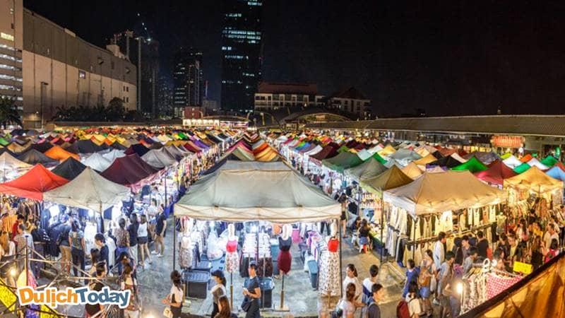 Chợ đêm Hạ Long sầm uất, đông khách
