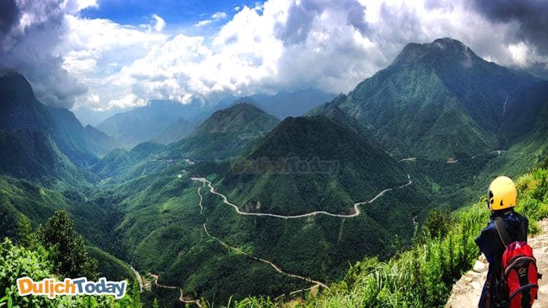 Chiêm ngưỡng cảnh đẹp thiên nhiên ngoạn mục từ Cổng trời Sapa
