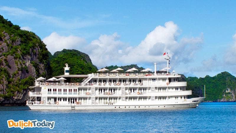 Du thuyền Âu Cơ Hạ Long có kích cỡ lớn, 4 tầng, vỏ thép