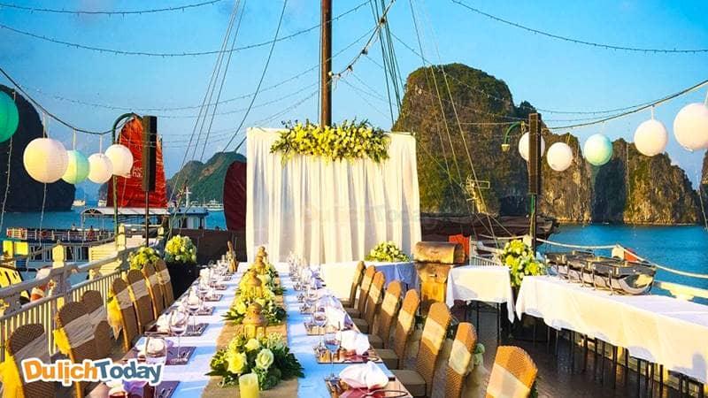 Nơi đây còn là nơi tổ chức lễ cưới và các bữa tiệc