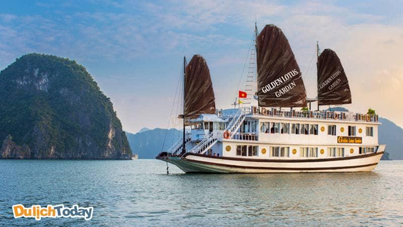 Du thuyền Golden Lotus Garden với kiến trúc Việt Nam truyền thống