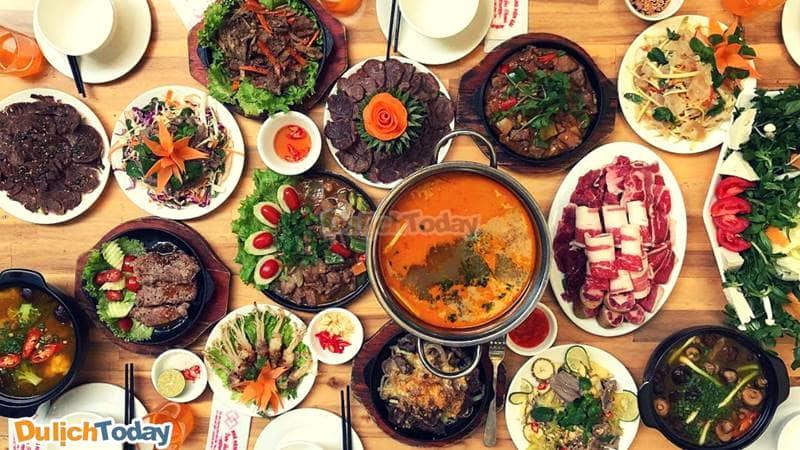 Các loại lẩu được xem là một trong những món được thực khách ưa chuộng tại nhà hàng Hòn Gai Quảng Ninh