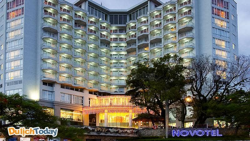 Khách sạn Novotel 4 sao trên đường Hạ Long