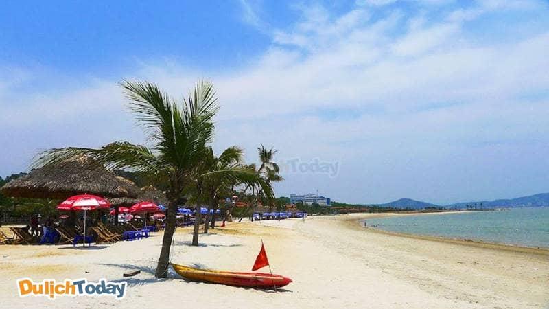 Bãi tắm Tuần Châu với dải cát trắng mịn