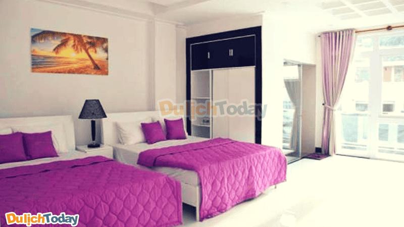 phòng nghỉ được trang trí tông màu tím nhạt đem lại không gianlãng mạn cho du khách