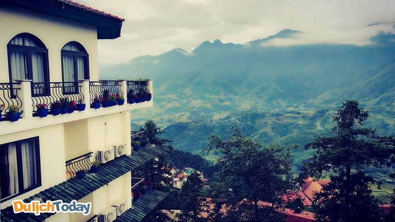 Từ ban công resort, du khách có thể thỏa sức ngắm nhìn cảnh đẹp của Sapa