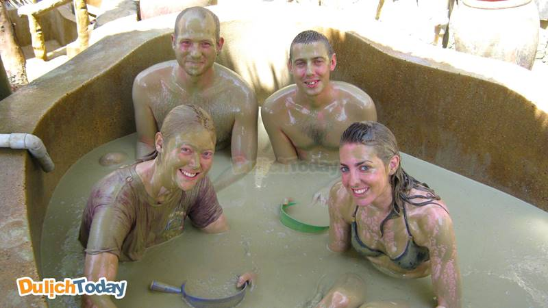 Tắm bùn khoáng nóng tập thể của Galina tối đa chỉ 4 - 5 khách