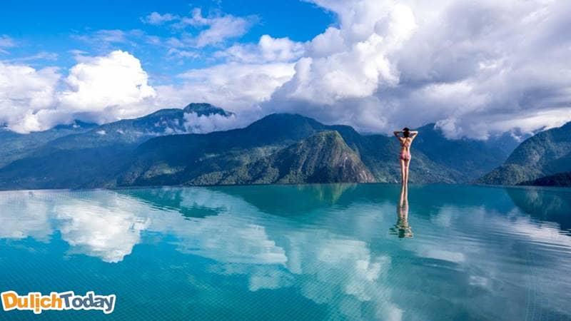 Bể bơi vô cực của resort Topas Sapa