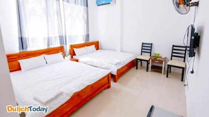 Phòng 2 giường đôi với cửa sổ lớn