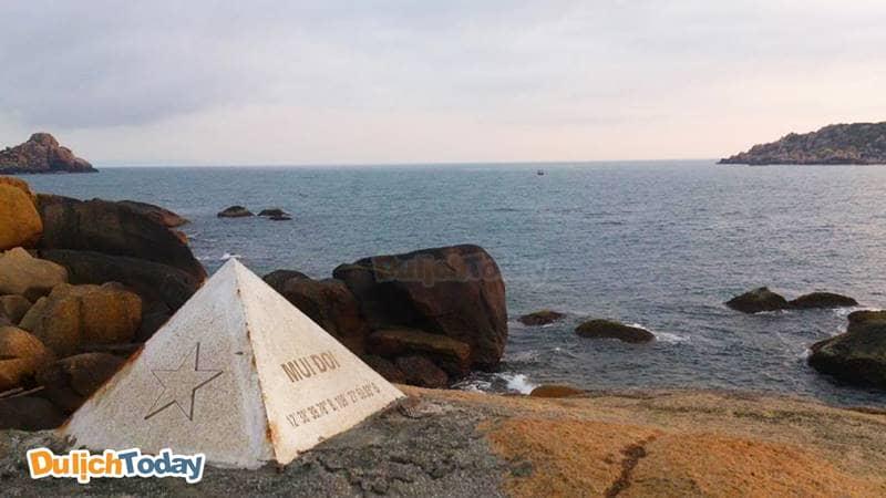 Mũi Đôi vịnh Vân Phong - điểm cực Đông trên đất liền Việt Nam