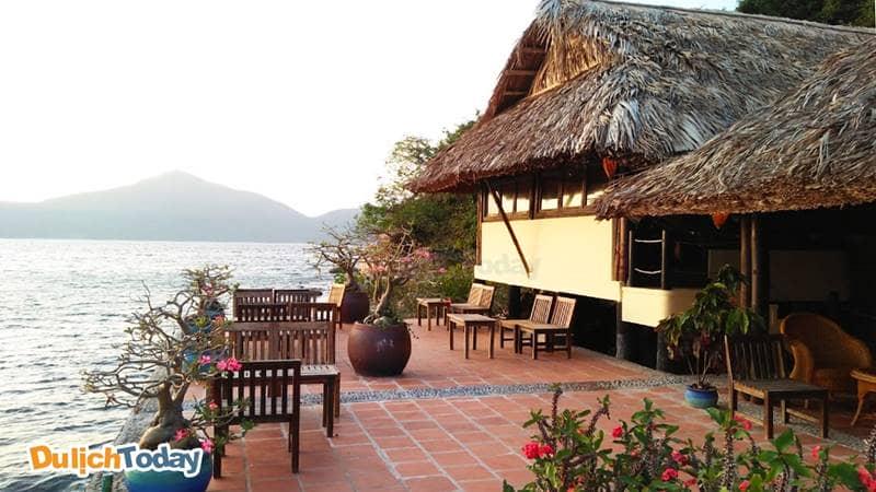 """Nhà hàng """"trên biển"""" tại resort giúp du khách chiêm ngưỡng toàn cảnh biển"""