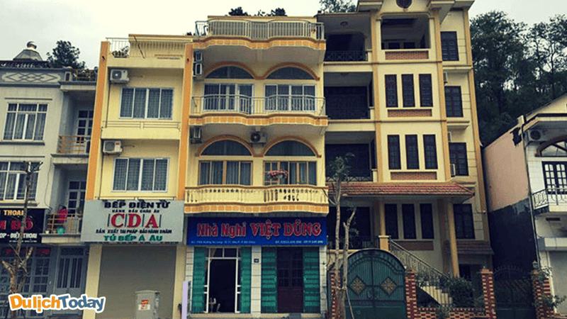 Nhà nghỉ Việt Dũng nằm tọa lạc trên con đường Hạ Long