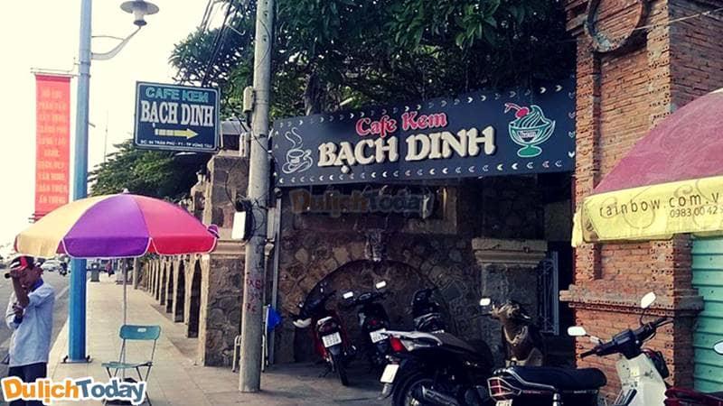 Cafe Bạch Dinh là quán cafe nhất định du khách phải ghé thăm