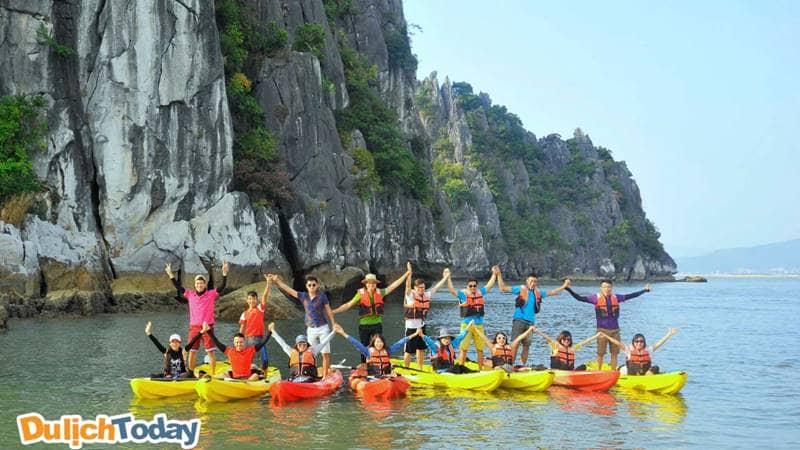 Chèo thuyền Kayak tham quan các điểm xung quanh đảo Ti Tốp