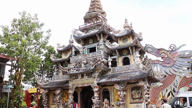 """Chùa Linh Phước - ngôi chùa nổi tiếng với """" 18 tầng địa ngục"""""""