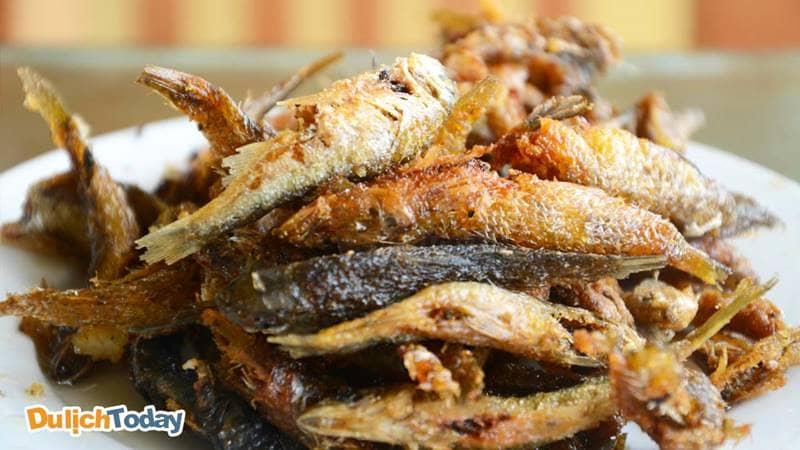 Cá suối chiên giòn, vị ngọt mà không hề bị tanh