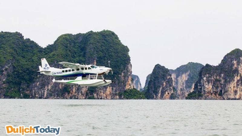 Thủy phi cơ hạ cánh ở đảo Ti Tốp