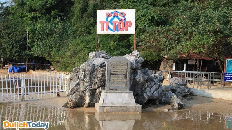 Phiến đá khắc lịch sử đảo Ti Tốp