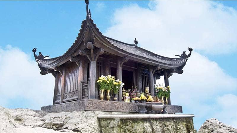 Chùa Ba Vàng Yên Tử là sự kết hợp được rất nhiều du khách lựa chọn cho chuyến du lịch tâm linh. Nguồn: Internet