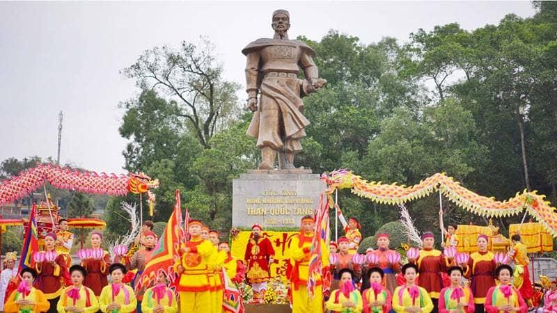 Lễ hội đền Cửa Ông dâng hương và rước bài vị Trần Quốc Tảng - con trai Trần Hưng Đạo. Nguồn: An ninh Thủ Đô