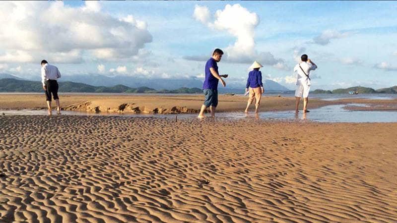 Mũi Lòng Vàng - Một trong những địa điểm du lịch Quảng Ninh nổi tiếng tại Tiên Yên. Nguồn: Báo Quảng Ninh
