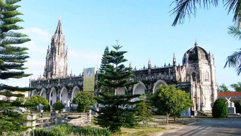 Nhà thờ Trà Cổ với thiết kế đẹp mắt là điểm hút khách du lịch. Nguồn: Mytour.vn
