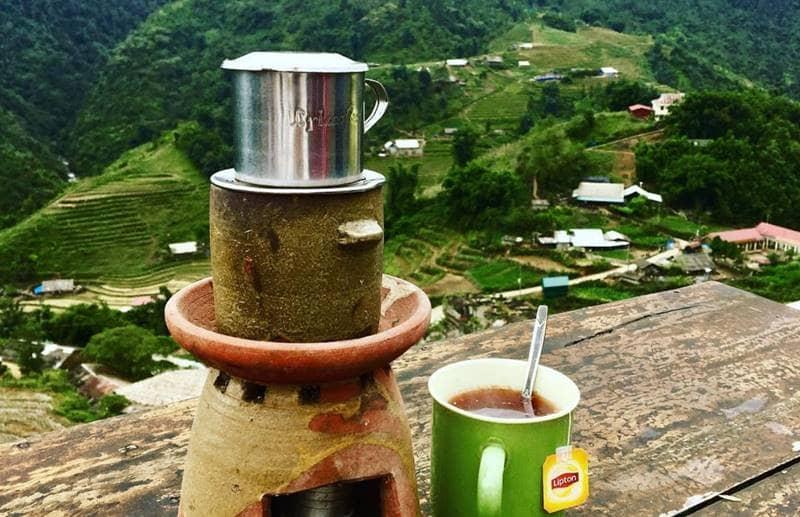 Thưởng thức một tách trà nóng và chờ cà phê chín khi ngắm cảnh Sapa ở Gem Vallley©iiamkhanh
