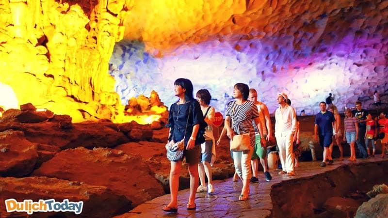 Lối đi để tham quan trong hang