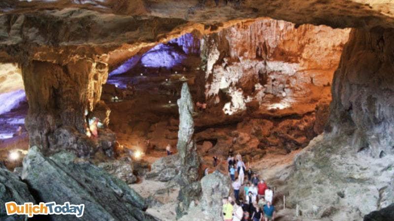 Ngăn đầu tiên của hang Sửng Sốt